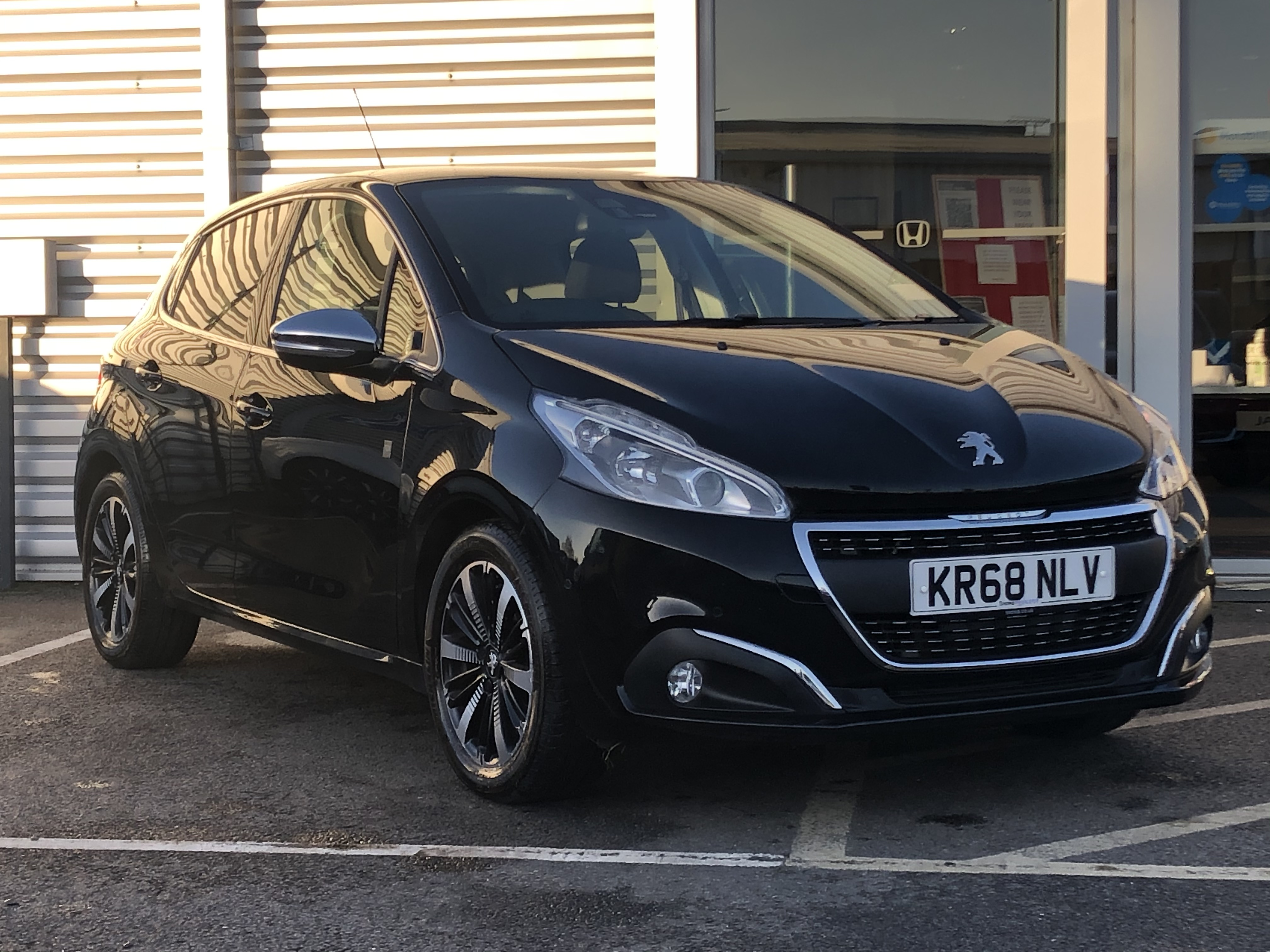KR68NLV PEUGEOT 208 1.2 TECH EDITION